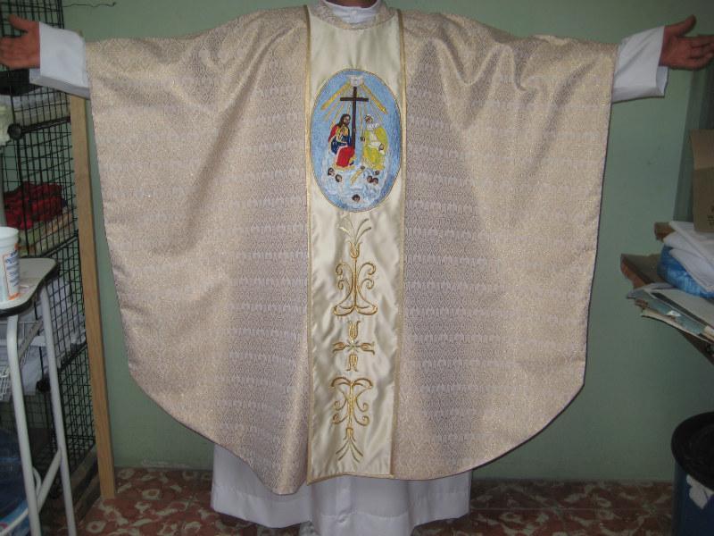 Bordada al frente y espalda, se fabrica en los colores litúrgicos ...